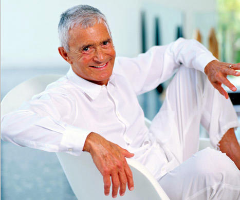 Vidal Sassoon, Celebrity Hairdresser, Dies at 84