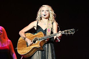 Taylor Swift performing live.
