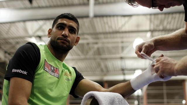 Boxing - Khan to fight on Mayweather undercard