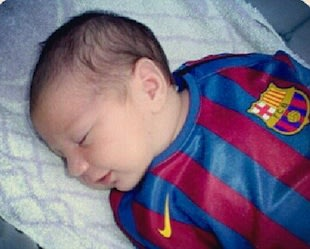Thiago Messi, still less than a week old, in a Barcelona shirt — Twitter