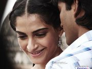 Sonam Kapoor-Dhanush starrer RAANJHANAA trailer to be unveiled tomorrow night