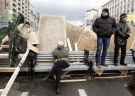 Protesters are seen on barricades which blocked the main avenue in Kiev December 2, 2013. REUTERS/Vasily Fedosenko