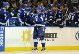 Stamkos scores 10th goal, Lightning top Leafs 4-2