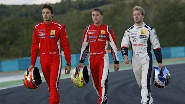 Jules Bianchi (Tech 1 Racing), Robin Frijns (Fortec Motorsports) and Sam Bird (ISR) are battling it out (Eurosport)