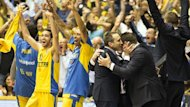 Maccabi Tel Aviv coach David Blatt celebrates with his players after victory over Emporio Armani (AFP)