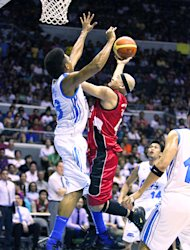 Mark Caguioa drives against Joe Devance. (PBA Images)