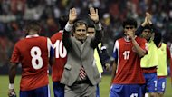 Costa Rica's coach Jorge Luis Pinto (C) gestures next to his players after the team tied their 2014 World Cup qualifying soccer match against Mexico at Azteca stadium in Mexico City June 11, 2013 (Reuters)