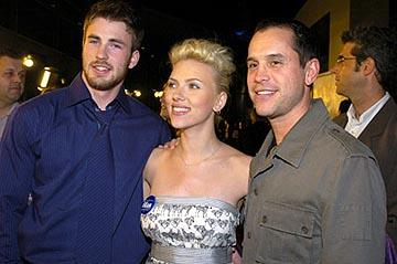 Chris Evans , Scarlett Johansson and Brian Robbins at the LA premiere of The Perfect Score