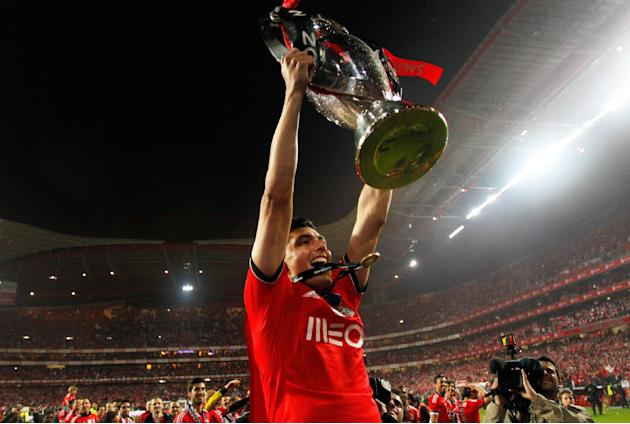 Benfica's Oscar Cardozo, from Paraguay, lifts the trophy celebrating at the end of their Portuguese league soccer match with Olhanense on Sunday April 20, 2014, at Benfica's Luz stadium in Lis