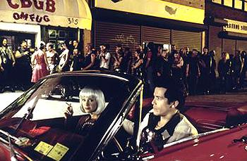 Vinny ( John Leguizamo ) and Dionna ( Mira Sorvino ) cruising in the Summer Of Sam