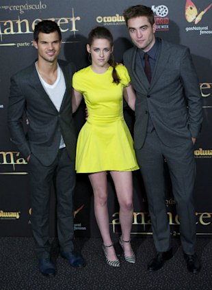 Kristen Stewart Goes Beautiful And Bright In Fluorescent Yellow Christian Dior Dress