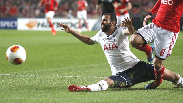 Premier League - Sandro row escalates as Sherwood calls Brazil star 'not good enough'