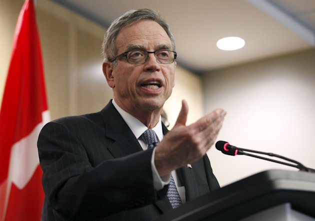 Canada's Finance Minister Joe Oliver talks to the media after meeting with private sector economists in Ottawa, April 9, 2015. REUTERS/Patrick Doyle