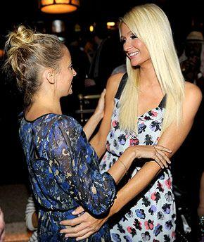 PIC: Nicole Richie and Paris Hilton Hug It Out