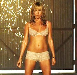 Jennifer Aniston strips down in 'We're the Millers'