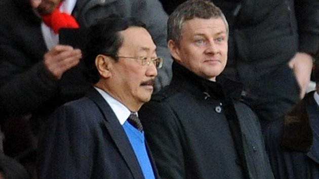 Cardiff City owner Vincent Tan and Ole Gunnar Solskjaer before the Barclays Premier League match at the Emirates Stadium, London (PA Sport)