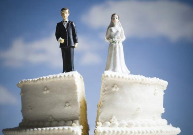If you've separated or divorced in the last tax year, the CRA wants to know. (Getty)