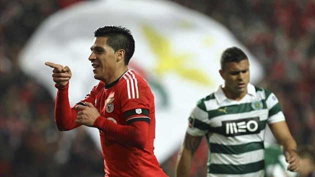Benfica's Argentine midfielder Enzo Perez celebrates scoring against Sporting Club (AFP)