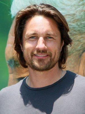 NBC Pilot 'The Secret Lives of Husbands and Wives' Finds Lead in Martin Henderson