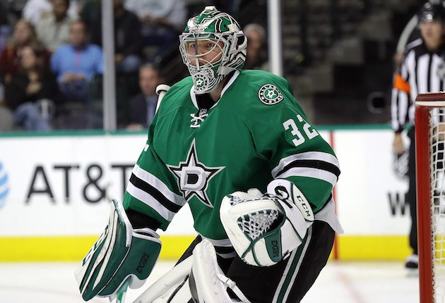DALLAS, TX - OCTOBER 22: Kari Lehtonen #32 of the Dallas Stars in goal against the Columbus Blue Jackets in the second period at American Airlines Center on October 22, 2016 in Dallas, Texas. (Photo by Ronald Martinez/Getty Images)
