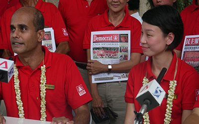 Dr Wijeysingha (left) and his fellow SDP candidate, Michelle Lee. (Yahoo! photo)