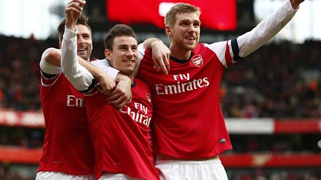 Arsenal's Laurent Koscielny (C) celebrates his goal against Sunderland with Olivier Giroud (L) and Per Mertesacker during their English Premier League soccer match at the Emirates Stadium in London, February 22, 2014. (Reuters)