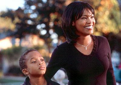 Jascha Washington as Trent and Nia Long as Sherry in 20th Century Fox's Big Momma's House