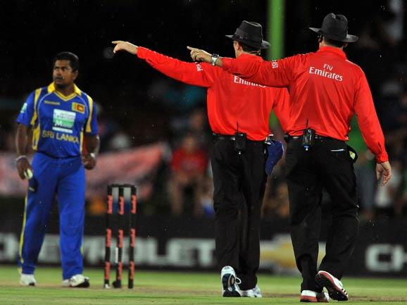 BLOEMFONTEIN, SOUTH AFRICA - JANUARY 17:  The umpires show the players off as the rain stops play during the 3rd One Day International match between South Africa and Sri Lanka at Chevrolet Park on Jan