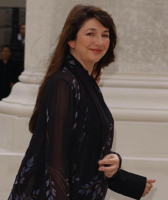 Kate Bush Pleads With Fans NOT To Use Phones & Tablets At Comeback Shows