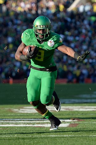 Jan 1, 2015; Pasadena, CA, USA; Oregon Ducks running back Byron Marshall (9) runs the ball during the first half of the 2015 Rose Bowl college football game against the Florida State Seminoles at Rose Bowl. (Kelvin Kuo-USA TODAY Sports)
