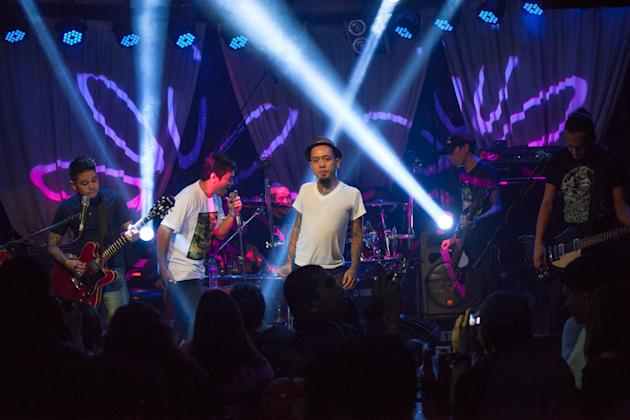Kamikazee with Gloc-9. Photo by Niña Sandejas.