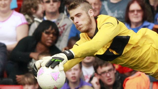 Premier League - De Gea hails 'best coach' Ferguson