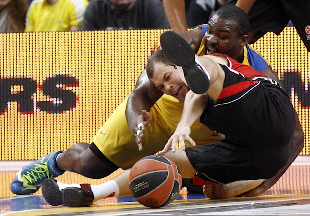 Sofoklis Schortsanitis, right, of  Israel's  BC Maccabi Electra Tel Aviv is challenged by Steponas Babrauskas , left, from  Lithuania's BC Lietuvos rytas during the Euroleague basketball  match  in Vi