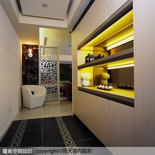 黑與白的色調讓廚房呈現簡約與時尚感。邑天室內設計