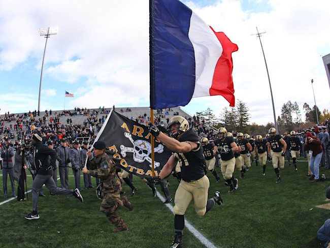Army football team honors the victims of Paris terrorist attacks by ...
