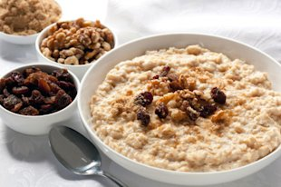 Oatmeal and nuts: a healthy meal that can actually help you to loose weight.
