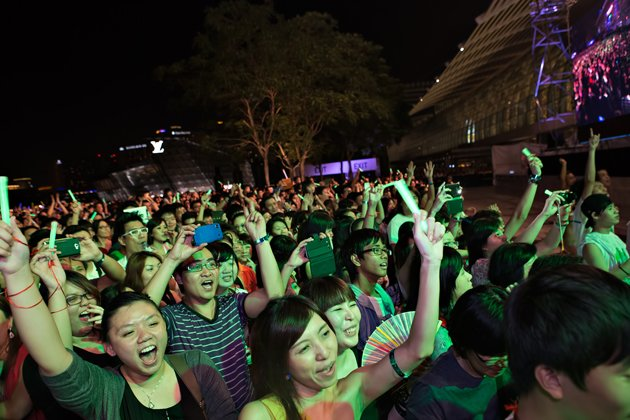 The audience were supercharged with PSY's catchy music and dance. (Yahoo! photo)