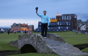 Tom Watson acknowledges the crowd as he poses on The Swilcan Bridge. (REUTERS)