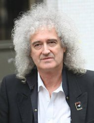 Brian May undergoes knee surgery