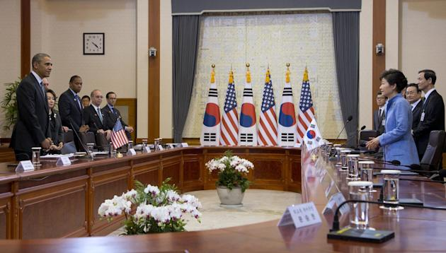 U.S. President Barack Obama, left, and South Korean President Park Geun-hye, third right, participate in bilateral meetings at the Blue House, Friday, April 25, 2014, in Seoul, South Korea. Obama is s