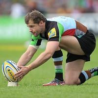 Nick Evans has signed a new three-year contract at Harlequins