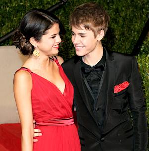 "Justin Bieber, Selena Gomez ""Happy and In Love"" Over Dinner in NYC"
