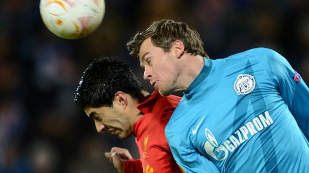 RUSSIAN FEDERATION, ST. PETERSBURG : FC Zenit St. Petersburg's football player Nicolas Lombaerts (R) vies with Liverpool FC's football player Luis Suárez during their UEFA Europe League round of 32 football match in St. Petersburg on February 14, 2013. AF