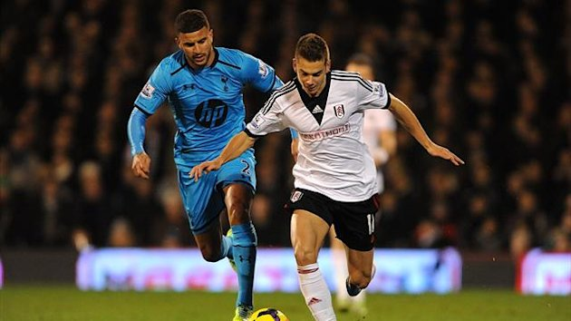 Tottenham Hotspur's Kyle Walker (left) and Fulham's Alexander Kacaniklic (right) battle for the ball