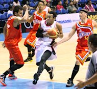 Calvin Abueva slices through the defense of Reynel Hugnatan and Macmac Cardona. (PBA Images)