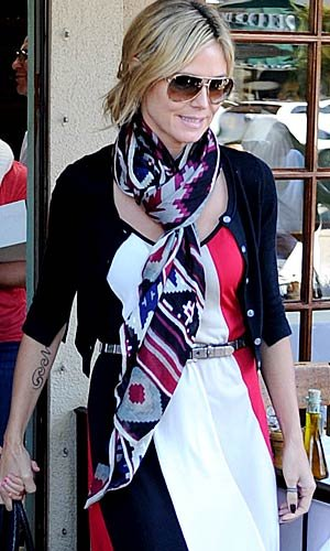 Heidi Klum rocks her new scarf. Splash News