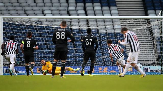 Football - St Mirren upset Celtic
