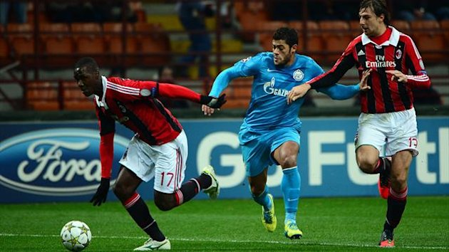 AC Milan's Colombian defender Cristian Zapata (L) fights for the ball with FC Zenith's Brazilian forward Hulk (C) during the Champions league match between AC Milan and Zenith St Petersburg