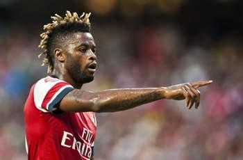 Official: Barcelona completes signing of Alex Song from Arsenal