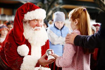 Tim Allen , Spencer Breslin and Liliana Mumy in Disney's The Santa Clause 3: The Escape Clause